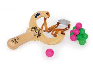 Drevená hračka - prak s guličkami